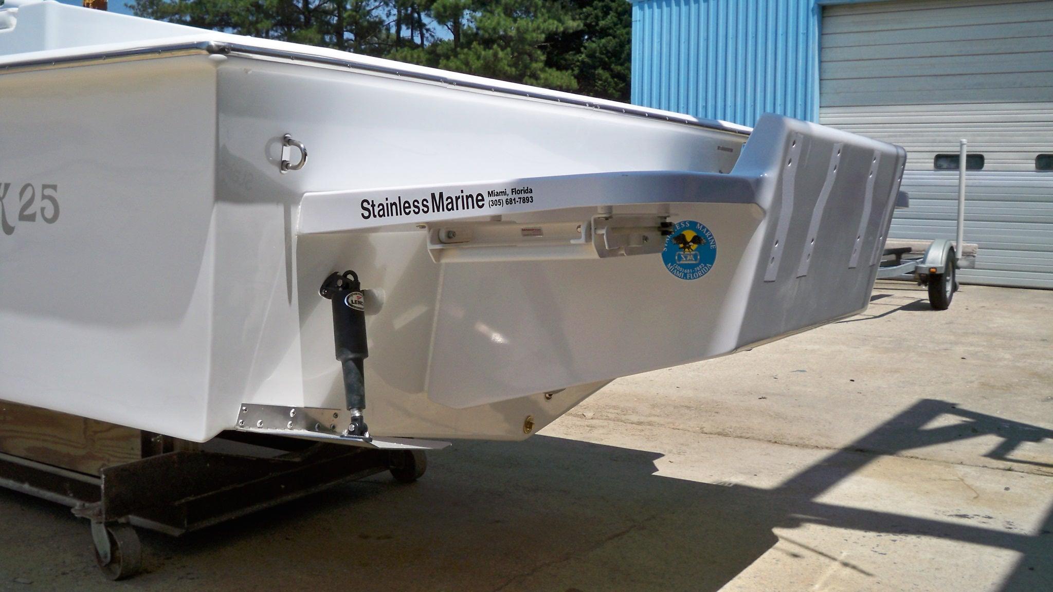 25 Sport Cabin Cut Transom Chawk Boats